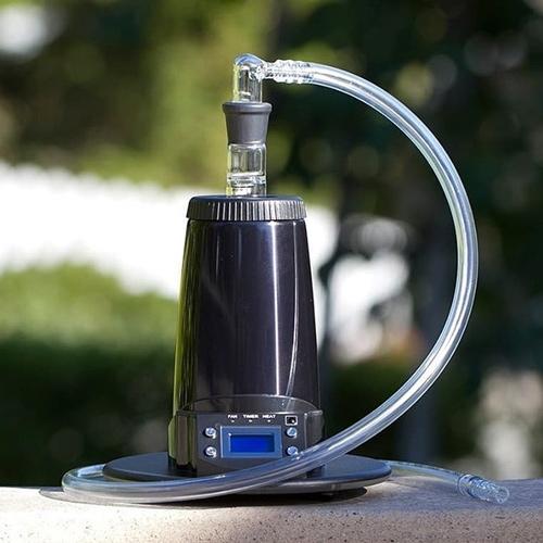 Arizer Extreme Q je zmogljiv stacionarni vaporizer, ki ga lahko uporabljate tako s cevjo kot z balonom
